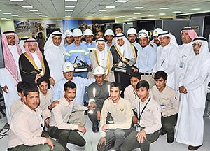 Saudi Mining Polytechnic students and faculty pose with dignitaries