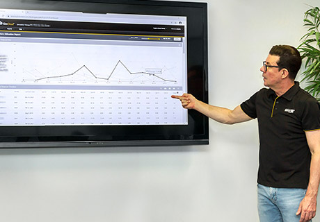 Trainer inspecting simulator session graph